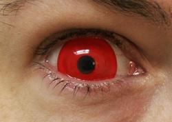 Punainen crazy-linssi